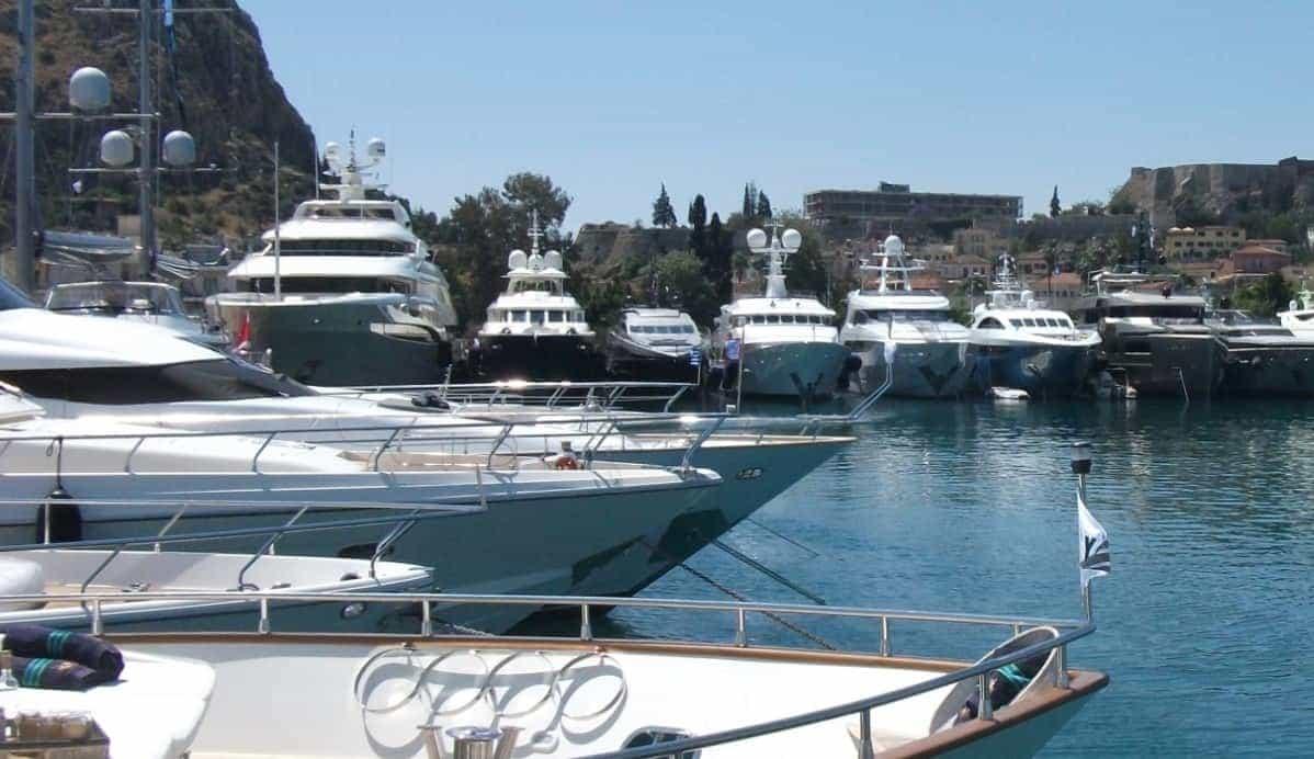 Luxusyachten innen  Luxusyacht-Charter in Griechenland - Impressionen von der Med ...