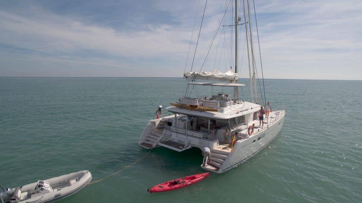 Katamaran segeln luxus  Luxus-Katamaran BIG GANI - Premium-Yachtcharter