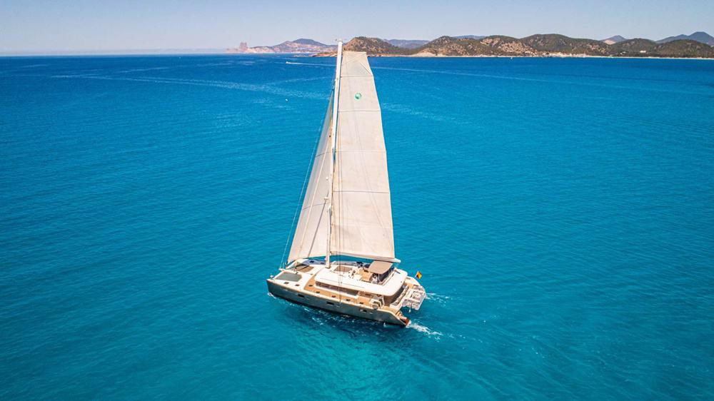 Crewed Catamaran Charters in the Caribbean – book now for season 2019 / 2020